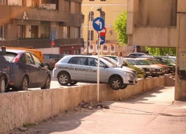 1f8e3_the-worst-parking-jobs-ever-7-600x431
