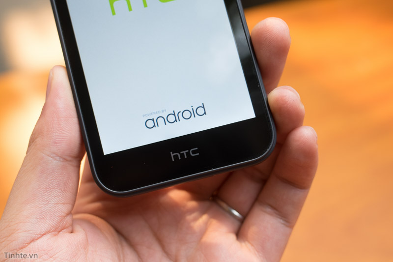 2815401-HTC-Desire-320-8