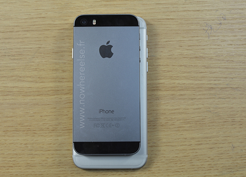 Dummy-of-Apple-iPhone-6-compared-with-the-Apple-iPhone-5s