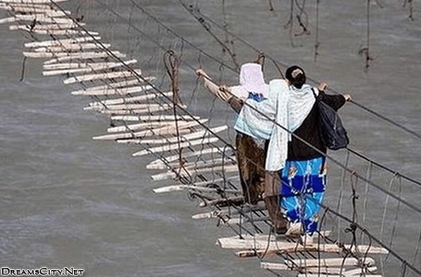 جسر المشاة في باكستان