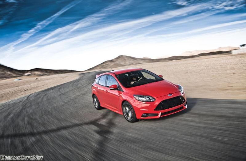Ford Focus ST 2015 001 سيارات Ford Focus 2015 كل الفئات التي تم الكشف عنها