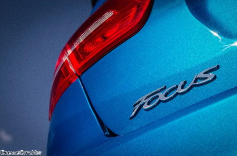 Ford_Focus_Sedan_2015_02