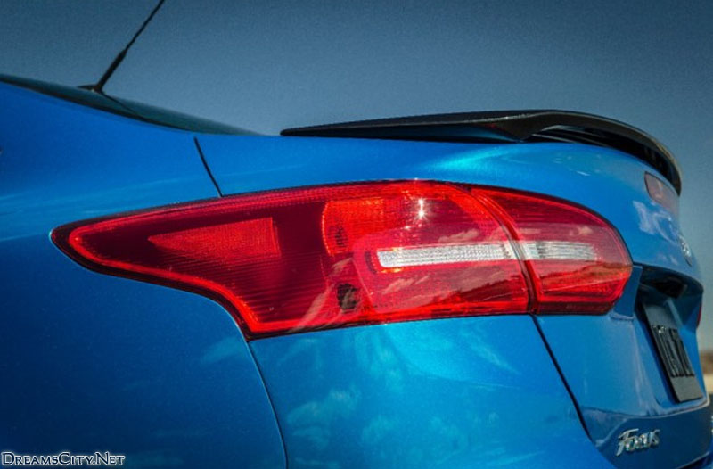 Ford_Focus_Sedan_2015_03