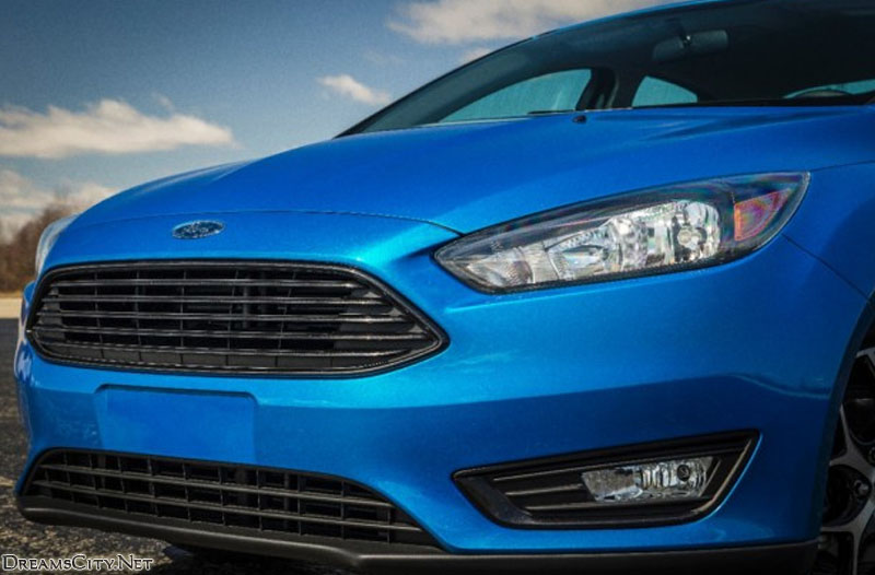 Ford_Focus_Sedan_2015_05