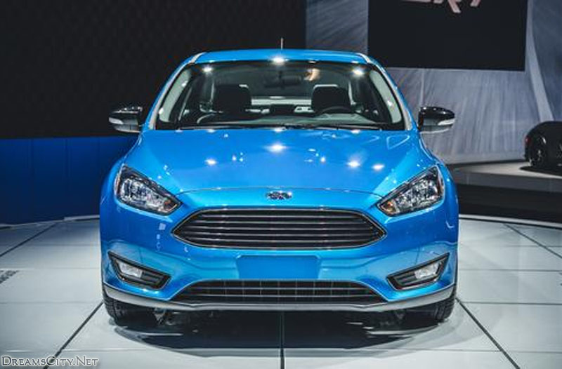 Ford_Focus_Sedan_2015_07