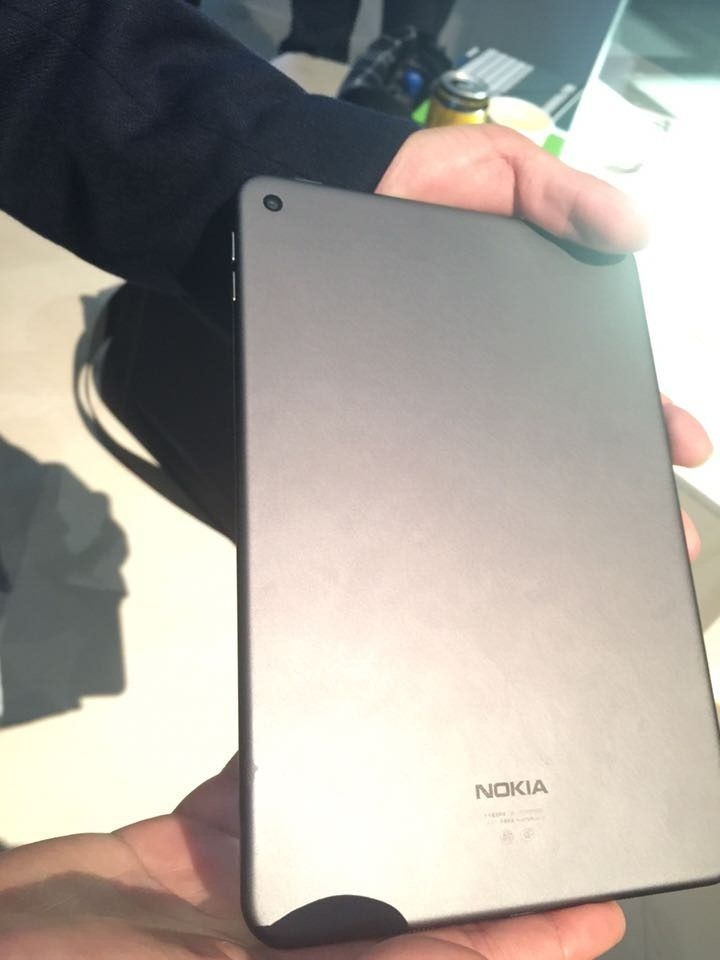 Nokia-N1-in-lava-gray (1)