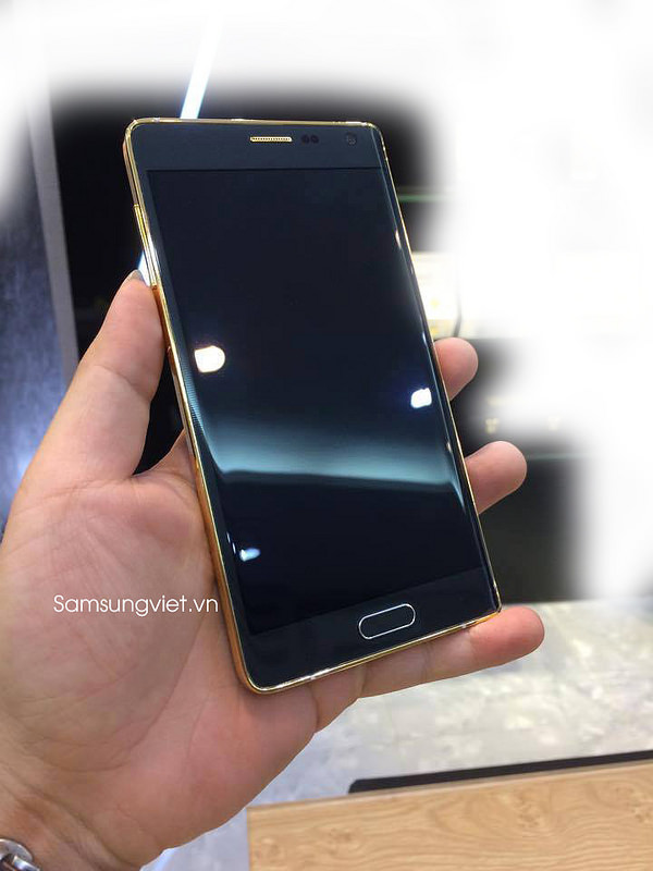 Thats-might-be-the-gold-plated-version-of-the-Samsung-Galaxy-Note-Edge (2)