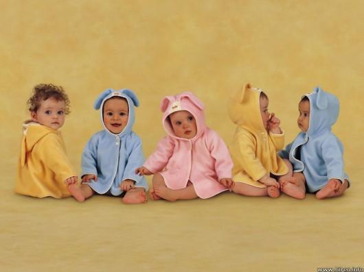 babies-playing-530x397