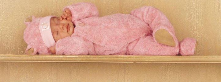 baby_sleeping_on_wood-t1