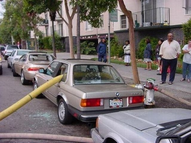 crazy_fun_laughing_cool_images_of_bad_parking_33