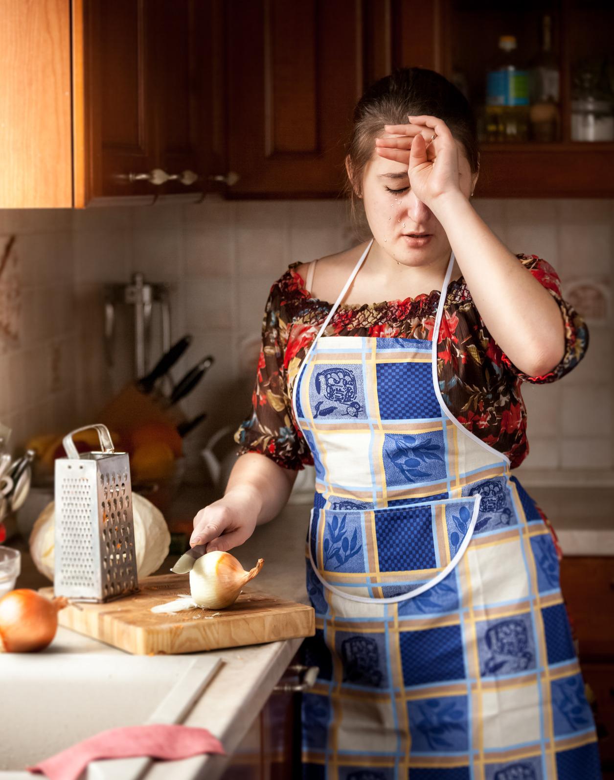 سبب البكاء عند تقطيع البصل