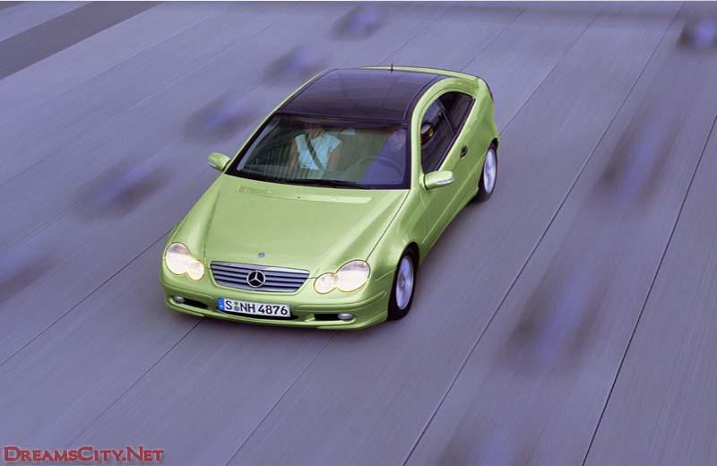 سيارة بنز خضراء
