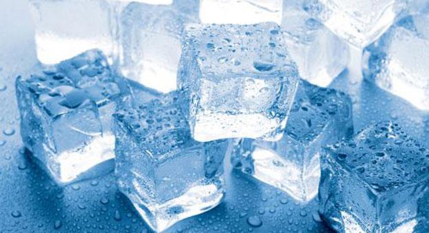 6 فوائد و 4 اضرار لاكل مكعبات الثلج