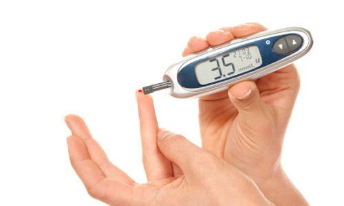 أعراض وأسباب وطرق علاج نقص السكر في الدم