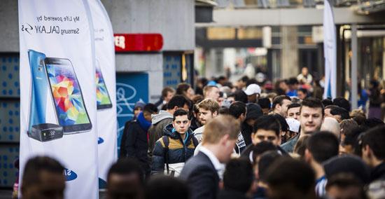 بالصور : العالم يستقبل رسمياً هاتف سامسونج جالاكسي اس 5
