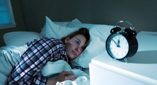 4 أسباب تسبب لك الارق قبل النوم