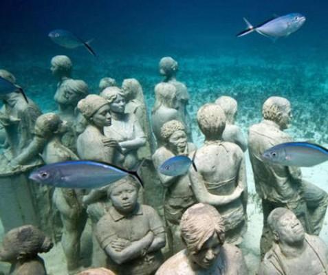 بالصور والفيديو: تماثيل تحت الاعماق