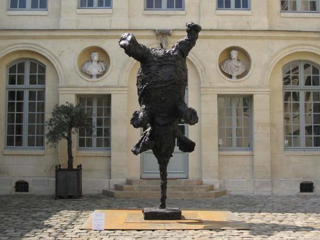 صور أغرب التماثيل في العالم