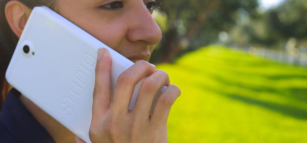 شاهد صور أول هاتف في العالم بشاشة 7 بوصة
