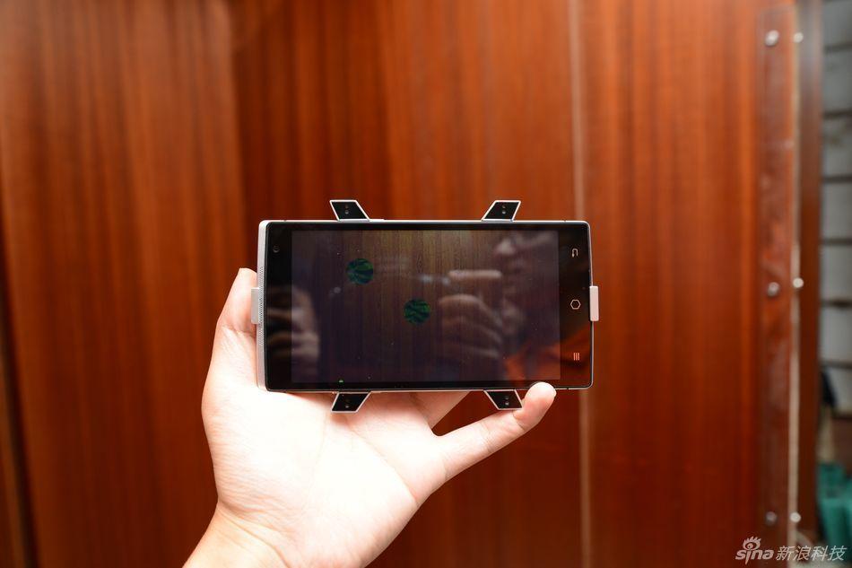 شاهد صور أول هاتف ثلاثي الابعاد من الصين