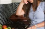 لماذا تدمع العيون عند تقطيع البصل ؟